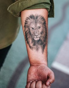 christian-courage-lion-tattoo